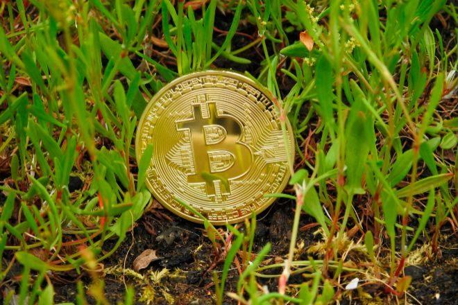 El bitcoin emite 53,32 toneladas métricas de equivalente de dióxido de carbono.