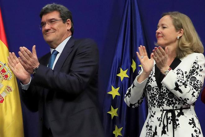 El  ministro de Seguridad Social, Inclusión y Migraciones, José Luis Escrivá, junto a la vicepresidenta económica, Nadia Calviño.