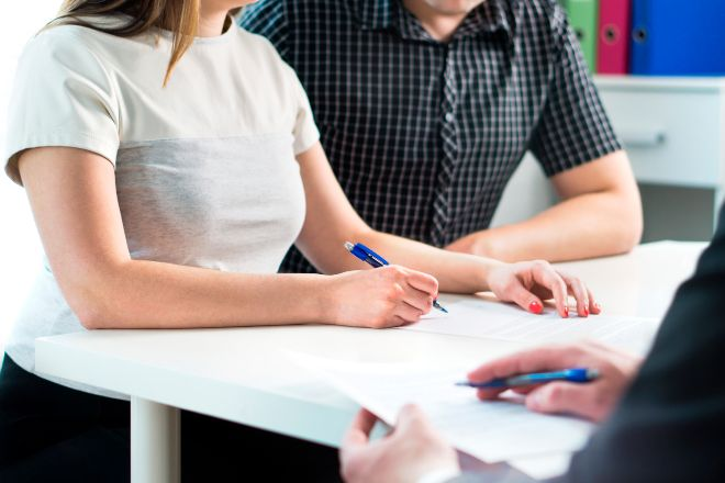 La CNC propone cubrir a los jóvenes el 20% de ahorro necesario para comprar su primera casa