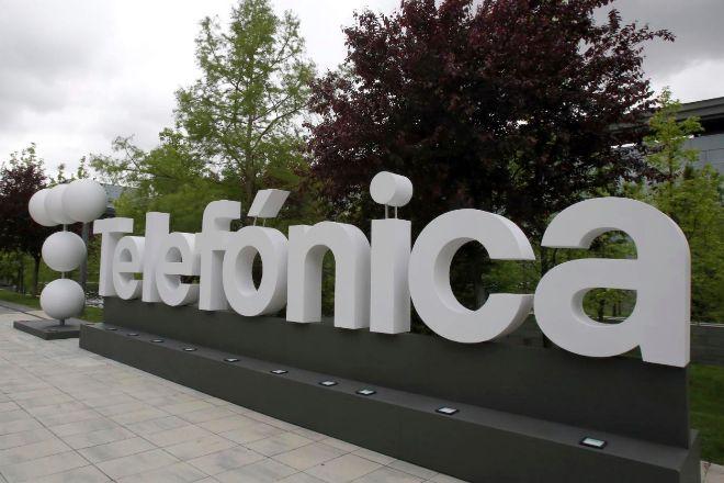Nuevo logotipo de Telefónica en su sede