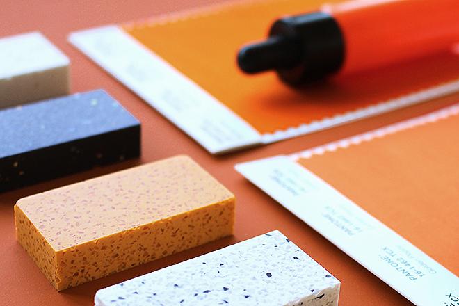Muestra de diferentes materiales sostenibles empleados en la fabricación.