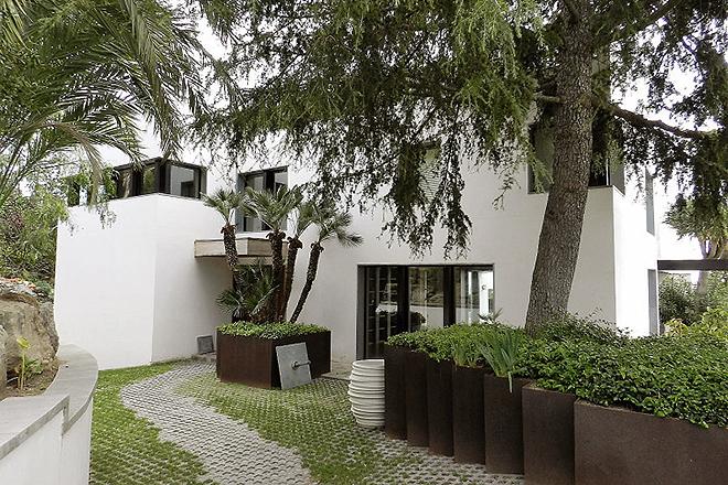 Una de las entradas de la nueva casa de Guardiola en el barrio de Pedralbes