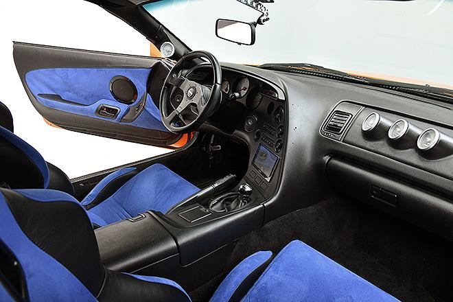 Interior del coche a subasta.