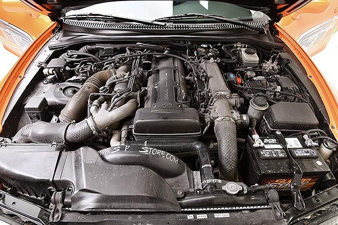 Detalle del motor del deportivo japonés, de 2.997 cc