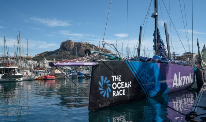 El VO65 del AkzoNobel Ocean Racing, amarrado en Alicante. | AUSTING WONG / THE OCEAN RACE
