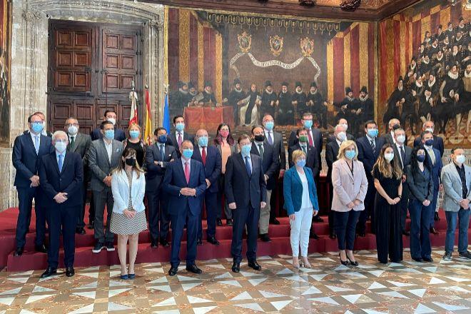 Representantes empresariales se han reunido en la Generalitat para iniciar el plan de vacunación.