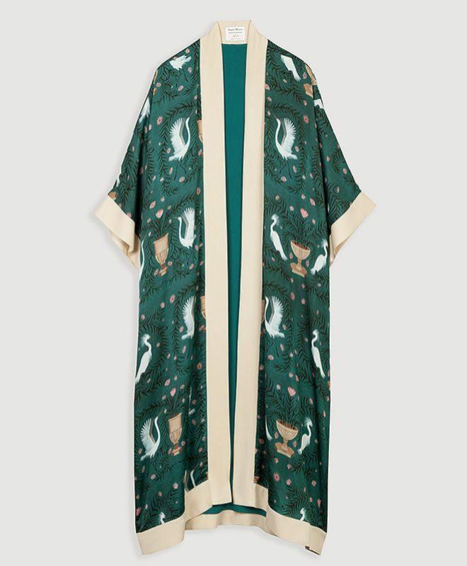 Kimono verde estampado con garzas. 149 euros.
