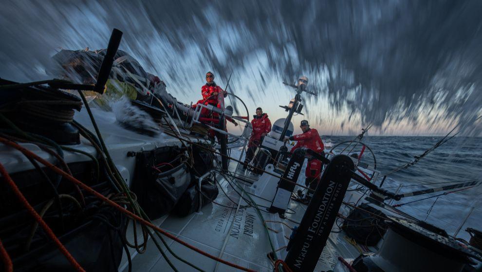 El VO65 Mirpuri Foundation Racing Team portugués, este lunes. |...