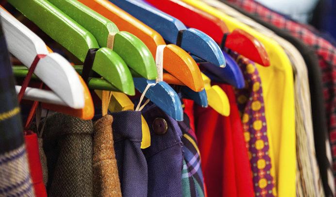 """El cambio de armario es un momento estrella para revender. """"Todos tenemos más prendas de las que usamos y problemas de espacio en casa"""", apunta la asesora de imagen Paz Herrera. Incluso hay opciones para alquilar vestidos de fiesta."""