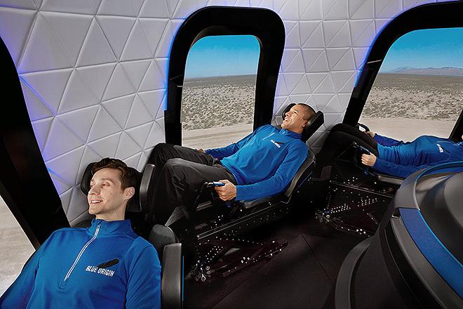 Interior de la cápsula, con capacidad para seis astronautas y las ventanas más grandes de cualquier vehículo espacial conocido, según la empresa.