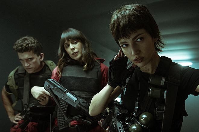 De izquierda a derecha, Jaime Lorente (Denver), Belén Cuesta (Manila) y Úrsula Corberó (Tokio).