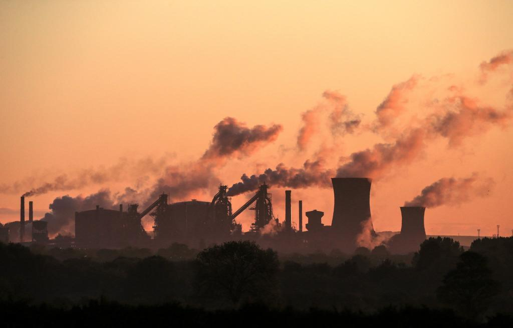 La energía procedente de combustibles fósiles ha sido durante años la principal, como se ve en esta plana de British Steel, en Lincolnshire, al noreste de Inglaterra.