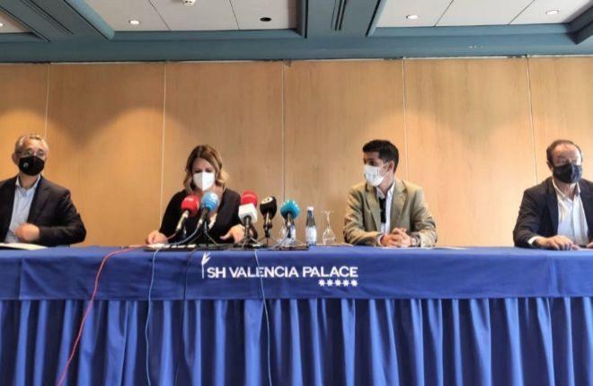 De izquierda a derecha: Javier Gallego,vicepresidente Hosbec - Castellón; Nuria Montes, Secretaria General de Hosbec; Federico Fuster, vicepresidente de Hosbec; Javier Vallés, Vicepresidente Hosbec-Valencia