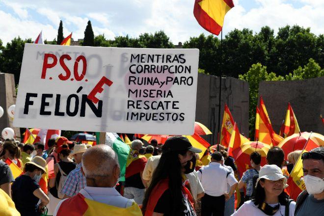 Manifestación de Colón |  Unas 2.000 personas se congregan ya  para protestar...