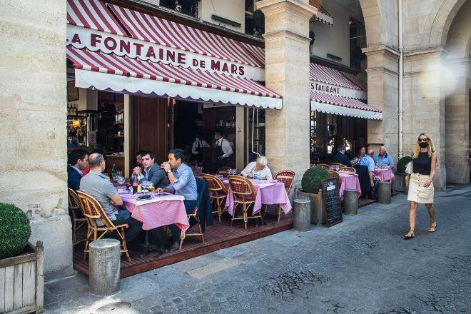 Una terraza en París el pasado 9 de junio al reabrirse las terrazas y los interiores de bares y restaurantes.