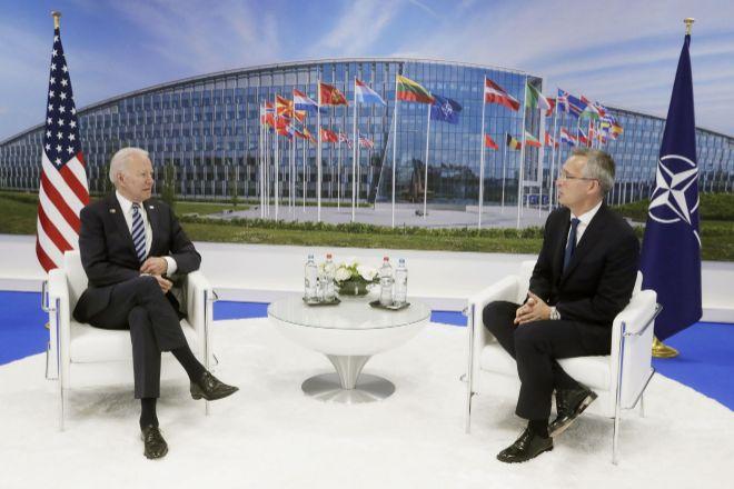 Biden y Stoltenberg antes del inicio de la cumbre de la OTAN en Bruselas
