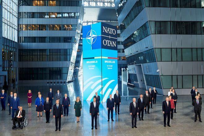 Foto de familia de la cumbre de líderes de la OTAN durante la cumbre celebrada este lunes en Bruselas.