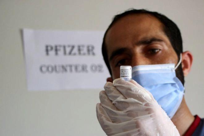 Un trabajador sanitario ayer en Islamabad, Pakistán.
