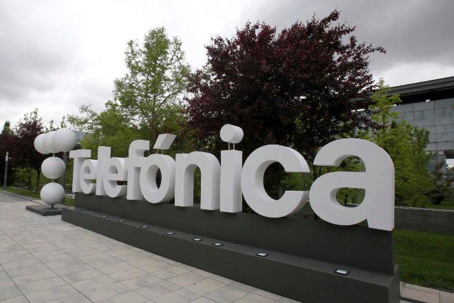 Logo de Telefónica en su sede de Las Tablas.