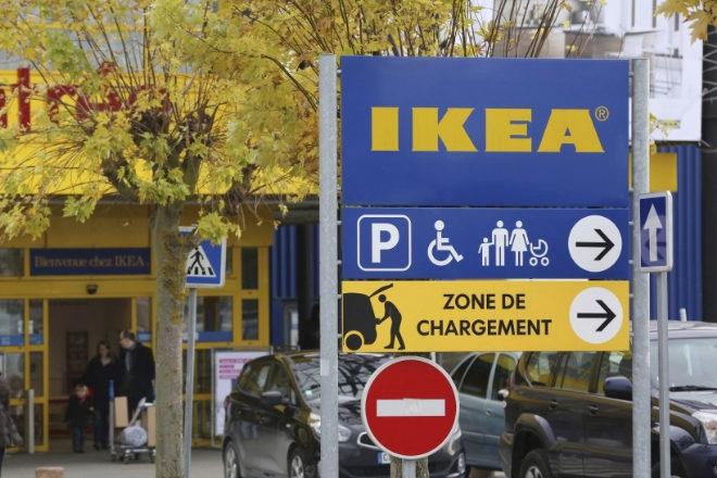 La filial de Ikea en Francia y uno de sus antiguos directores generales han sido multados, respectivamente, con un millón de euros y condenados a penas de prisión en suspenso por espiar a varios cientos de empleados entre 2009 y 2012.