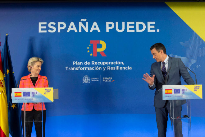 La presidenta de la Comisión Europea, Ursula von der Leyen, y el presidente del Gobierno, Pedro Sánchez.