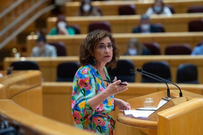 La ministra portavoz y ministra de Hacienda, María Jesús Montero, en una sesión de control en el Senado.