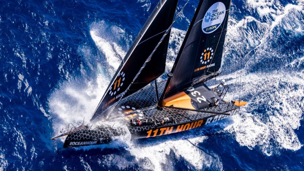 El barco IMOCA del 11th Hour Racing Team, participante en The Ocean...