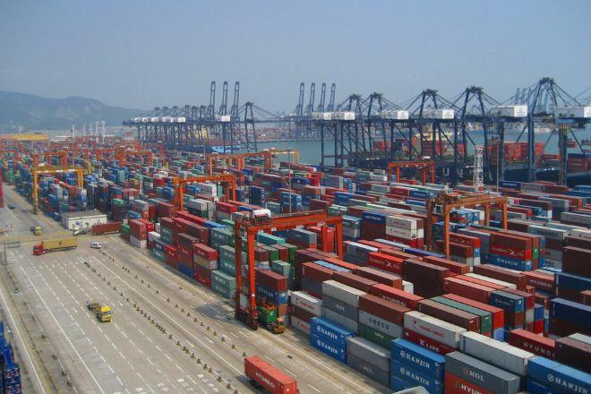 Contenedores en el puerto de Yantian, en el municipio de Shenzhen, en una imagen de archivo.