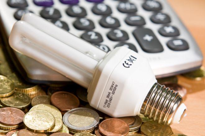 La bajada del IVA de la luz supondrá unos menores ingresos del Estado de 600 millones en 2021