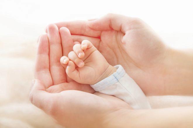 Reconocen a dos madres de familia monoparental el derecho a sumar el permiso de un segundo progenitor