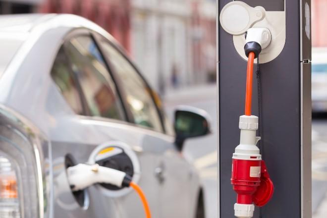 Los coches menos contaminantes ya avanzan, pero al ralentí