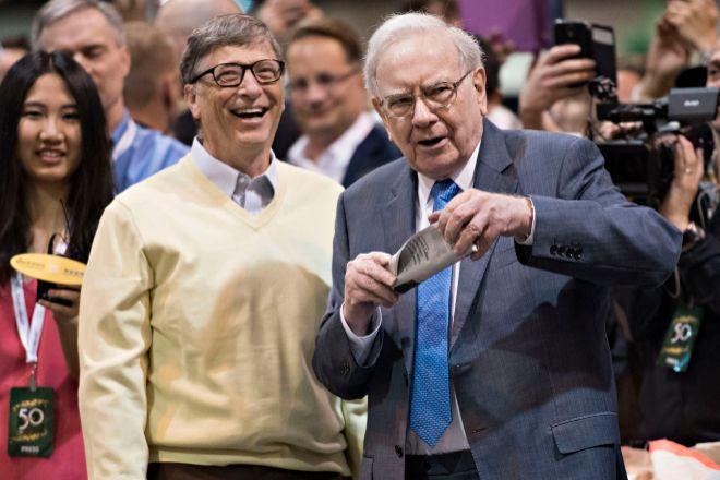 En la imagen, Warren Buffett junto a Bill Gates.