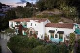 La casa de estilo colonial español fue construida en 1928, y es...