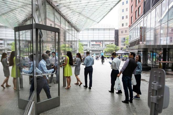 Un memorando interno de Morgan Stanley conocido esta semana indica que aquellos empleados y clientes que no hayan recibido la vacuna contra el coronavirus no podrán acceder a las oficinas del banco en Nueva York.