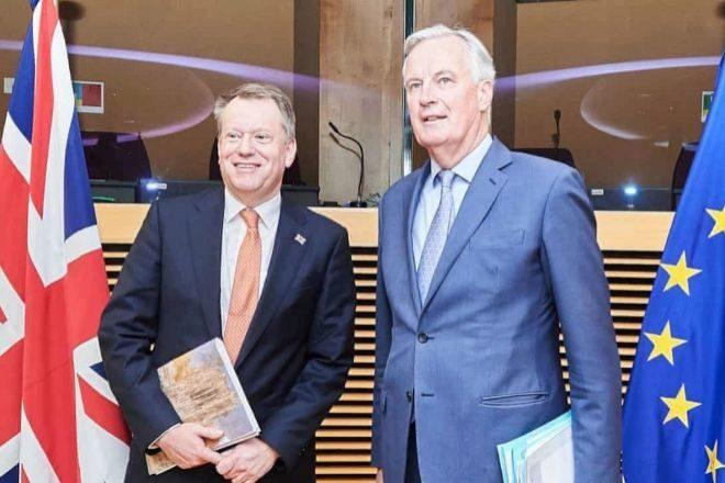 El negociador británico sobre el Brexit, David Frost, con su homólogo comunitario, Michel Barnier.