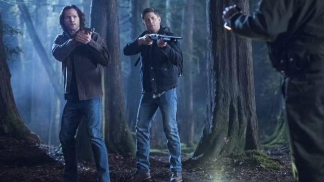 Jared Padalecki y Jensen Ackles en un capítulo de la primera temporada de la ficción en 2005.