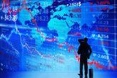 Montaje de un inversor ante un mapa del mundo con gráficos...