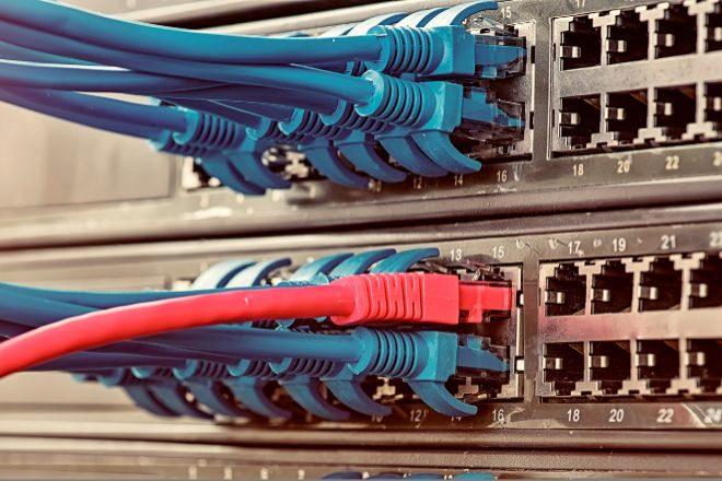lt;HIT gt;CABLES lt;/HIT gt; DE RED CONEXION lt;HIT gt;INTERNET lt;/HIT gt; ORDENADOR SERVIDOR