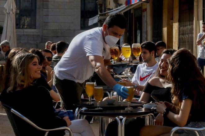 El Supremo anula la decisión de una empresa de cafeterías de prohibir las propinas