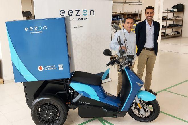 Pedro Martínez, CEO de VMS Automotive, y Jose Suarez, director de Desarrollo de Negocio de Vodafone España.