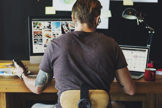 Según Dentsu, el 72% de los empleados españoles cree que trabajará desde casa al menos un día a la semana. Hasta un 18% considera que pasará dos o más jornadas desde el hogar, según Cotec Sigma Dos. Esto implicará más conexiones a la Red y demanda de otros productos y servicios.