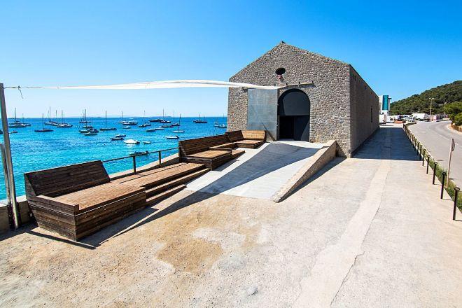 Imagen exterior de La Nave Salinas de Ibiza.