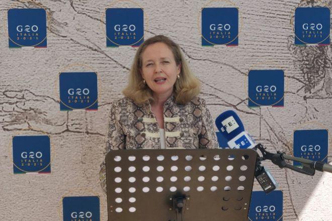 La nueva vicepresidenta primera y ministra de Asuntos Económicos y Transformación Digital, Nadia Calviño, comparece ante la prensa el sábado en Venecia tras la cumbre de los ministros de Economía y Finanzas del G20 celebrada en la ciudad italiana.