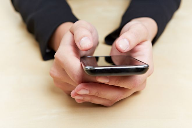 Condenan a una mujer a un año de cárcel por acosar a su cuñada con 500 mensajes de móvil