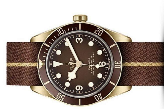 Black Bay Fifty-Eight Bronze con la correa de tela jacquard complementaria con la que se entrega el reloj.