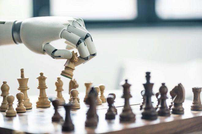 Los sistemas de IA son buenos en una cosa concreta -como jugar al ajedrez o al Go, o leer radiografías-, pero no poseen inteligencia general.