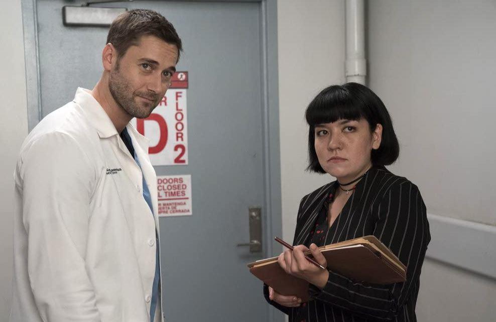 Los actores Ryan Eggold y Ana Suzuki.