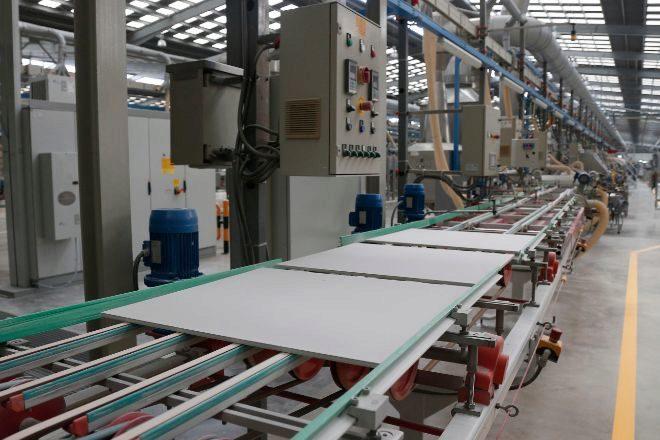 Línea de producción de azulejos.