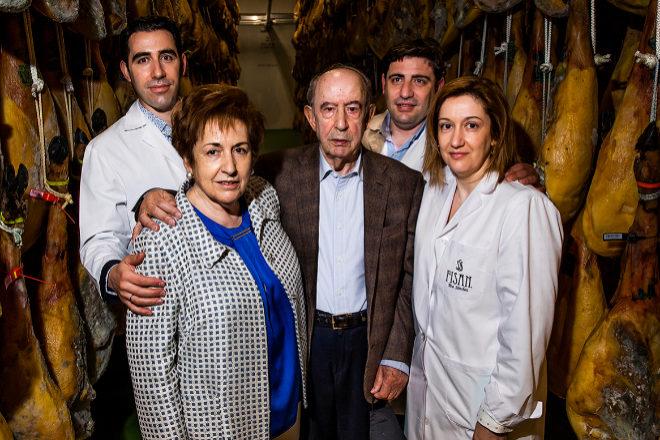 Florencio Sánchez junto a su mujer Flor Hernández y sus hijos, de izqda. a dcha., Florencio, Javier y Eva Sánchez.