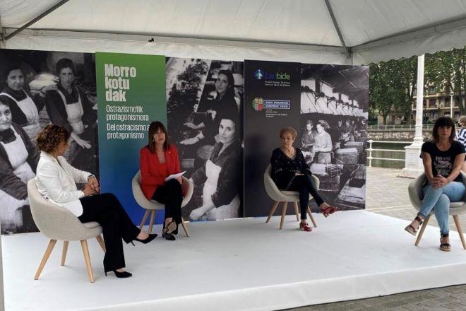 La vicelehendakari Idoia Mendia (segunda a la izquierda), este viernes en Bilbao.